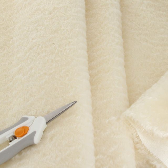 13mm Antique Finish Ivory Mohair
